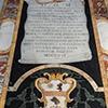 Santi Cosma e Damiano, płyta nagrobna Giovanniego B. Capilupiego