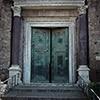 Wrota do świątyni Jowisza Statora (mauzoleum Romulusa), onegdaj wejście do kościoła Santi Cosma e Damiano