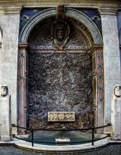 Palazzo Altemps, fontanna na dziedzińcu pałacu