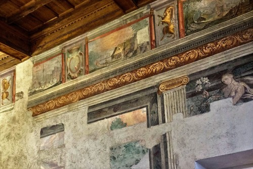 Palazzo Altemps, paintings in one of the rooms