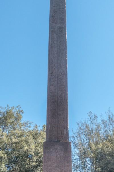 Obelisk Antinousa na wzgórzu Pincio, inskrypcja upamiętniająca cesarskiego faworyta