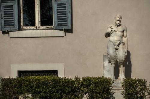Casino Ludovisi, jedna z rzeźb przed wejściem głównym