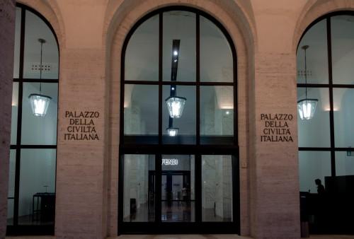 Colosseo quadrato, wejście główne