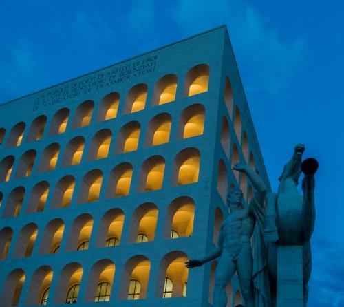 Kwadratowe Koloseum w dzielnicy EUR