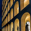 Colosseo quadrato, rzeźby dekorujące parter budynku