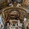 Francesco Cavallini, anioły w ołtarzu głównym kościoła Santissimi nomi Gesù e Maria