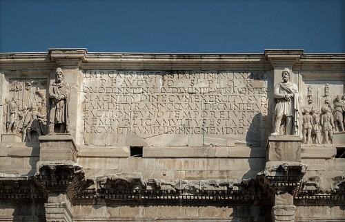 Łuk triumfalny cesarza Konstantyna Wielkiego, inskrypcja upamiętniająca cesarza