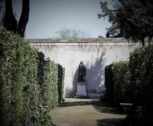 Ogrody willi Medici, posąg J.B. Colberta, założyciela Akademii Francuskiej w Rzymie