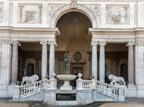 Willa Medici, casino - fasada ogrodowa, fragment (loggia Lwów i Merkury w locie)