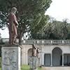 Willa Medici, dekoracje rzeźbiarskie w ogrodach