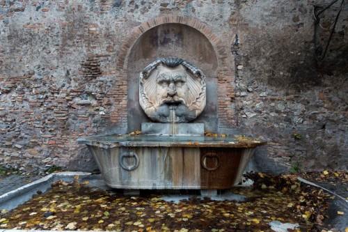 Awentyn, Fontana del Mascherone di Santa Sabina, Piazza Pietro d'Illiria