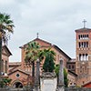 Awentyn, widok z Placu Maltańskiego na zabudowania kościoła i klasztoru Sant'Anselmo