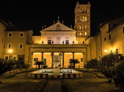 Bazylika Santa Cecilia na Trastevere, widok dziedzińca i fasady