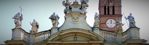Statue of St. Helena, top of the façade of the Basilica of Santa Croce in Gerusalemme
