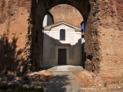 Wejście do mauzoleum cesarzowej Heleny