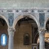 Wnętrze bazyliki Santa Sabina, dekoracje marmurowe z V wieku u nasady arkad