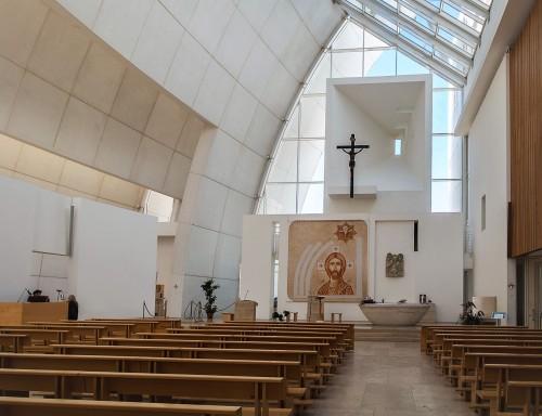 Kościół Dio Padre Misericordioso, Richard Meier, wnętrze kościoła