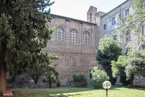 Kościół Santa Balbina, bryła kościoła widziana od strony dawnego klasztoru