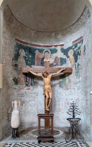 Kościół Santa Balbina, Madonna między świętym (pierwsza nisza po prawej)