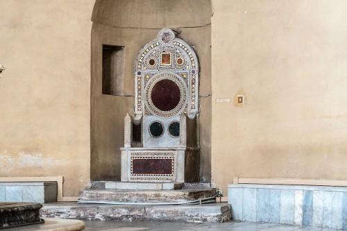 Kościół Santa Balbina, tron biskupi z XIII w.