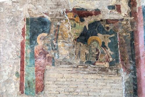 Kościół Santa Balbina, Ukrzyżowanie w otoczeniu św. Marii i św. Jana (szósta nisza po lewej)