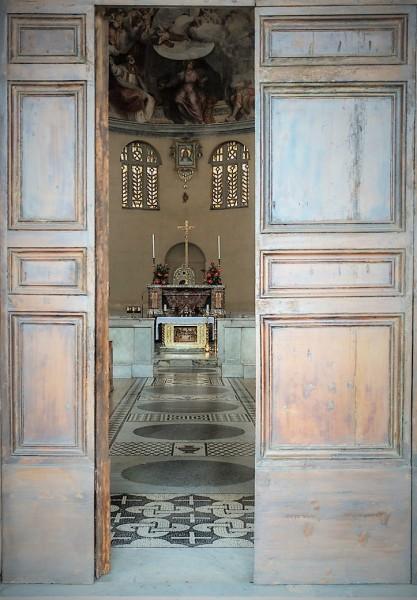 Kościół Santa Balbina, wejście główne