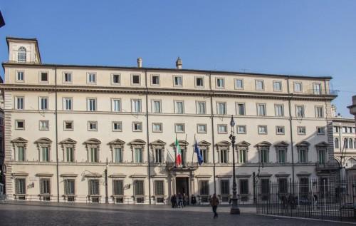 Palazzo Chigi, Piazza Colonna