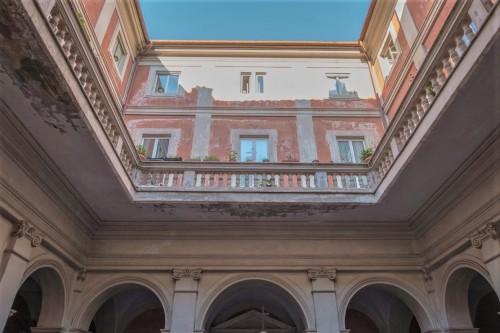 Kościół Sant'Agata dei Goti, dziedziniec przed główną fasadą świątyni