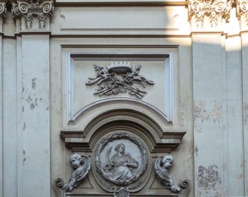 Święta Agata, kościół Sant'Agata dei Goti, płaskorzeźba ukazująca patronkę świątyni nad portalem wejściowym