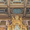 Chór i fragment stropu z dedykacją dla kardynała Francesco Barberiniego
