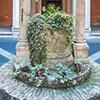 Kościół Sant'Agata dei Goti, fontanna na dziedzińcu świątyni