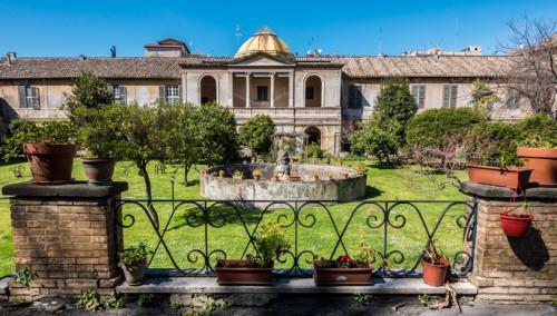 Zabudowania Domu Spokojnej Starości im. Franciszki Rzymskiej na zapleczu kościoła Santa Maria in Cappella, widok od strony Tybru