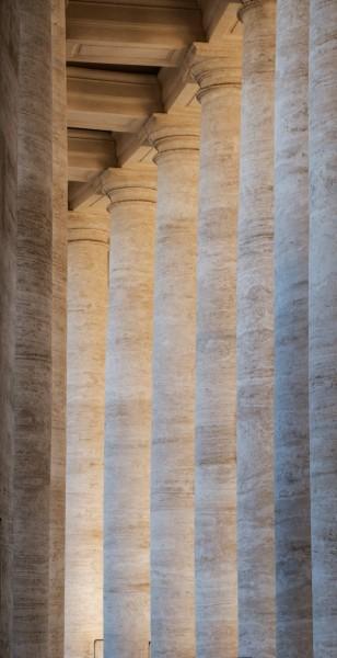Kolumny z kolumnady na placu św. Piotra, proj. Gian Lorenzo Bernini