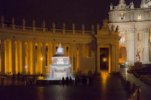 Fontanna papieża Klemensa X, Piazza di San Pietro