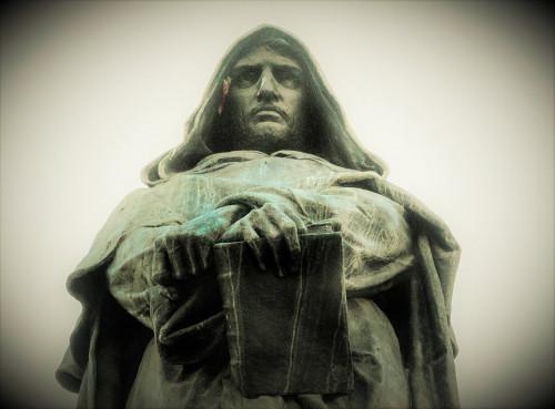 Giordano Bruno, pomnik na Campo de'Fiori, fragment