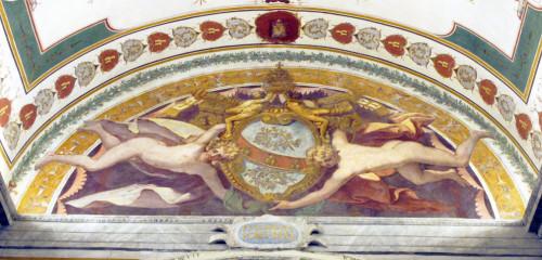 Fresk z herbem papieża Juliusza III, Daniele da Volterra, luneta nad wejściem do muzeum Clementinum, Musei Vaticani, zdj. Wikipedia