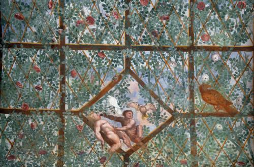 Dekoracje w formie pergoli z puttami, willa Giulia - rezydencja papieża Juliusza III, zdj. Wikipedia