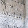 Inskrypcja u podstawy obelisku Mussoliniego