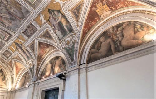 Palazzo di Firenze, the so-called Loggia del Primaticcio, decorations Prospero Fontana
