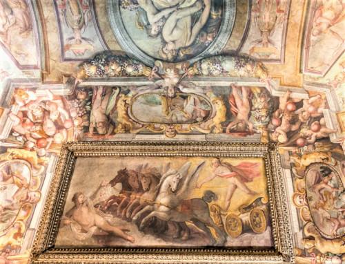 Studiolo (Sala delle Stagioni), a quadriga of the god the Sun and Aurora, Jacopo Zucchi, Palazzo Firenze