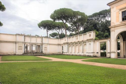 Willa Giulia, dziedziniec między casino a nimfeum