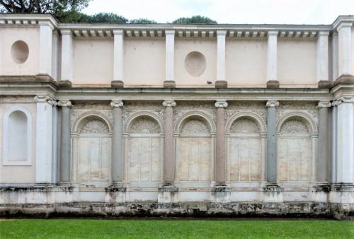 Willa Giulia, ściana łącząca loggię z nimfeum