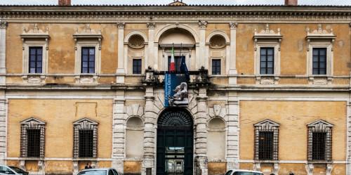 Willa Giulia, wejście główne