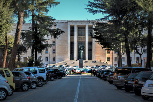 Fasada Rektoratu w kompleksie uniwersyteckim La Sapienza
