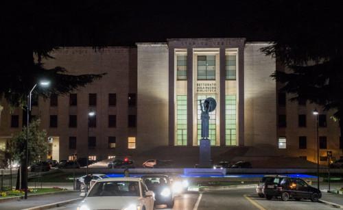Posąg Minerwy przed  budynkiem Rektoratu w kompleksie La Sapienza