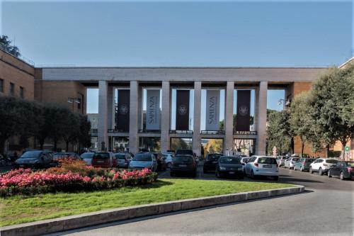 Wejście główne do kompleksu uniwersyteckiego La Sapienza