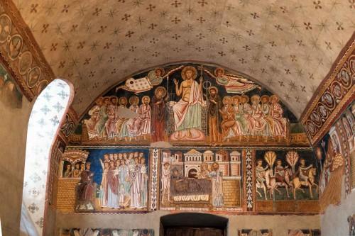 Oratorium San Silvestro przy bazylice Santi Quattro Coronati, ściana wejściowa