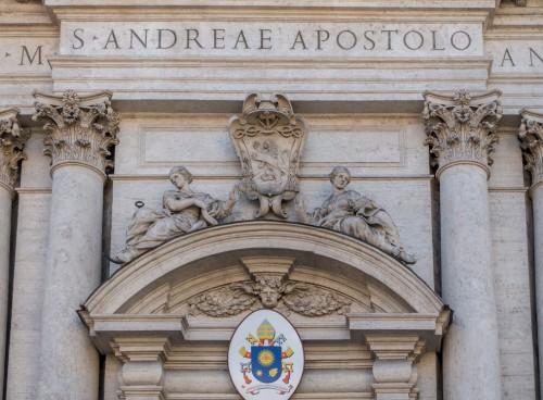 Cosimo Fancelli, anioły w zwieńczeniu przyczółka bazyliki Sant'Andrea della Valle