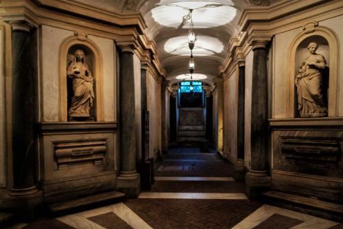Cosimo Fancelli, dwie z czterech świętych dziewic w krypcie kościoła Santi Luca e Matina