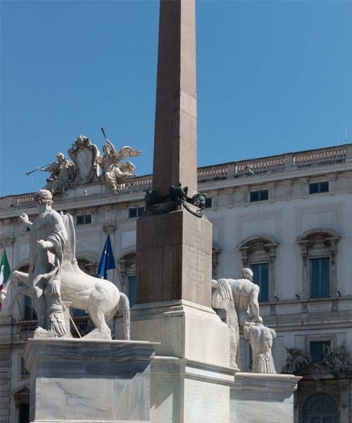 Fontana dei Dioscuri, Piazza del Quirinale, figury Kastora i Polluksa z antycznych term Konstantyna